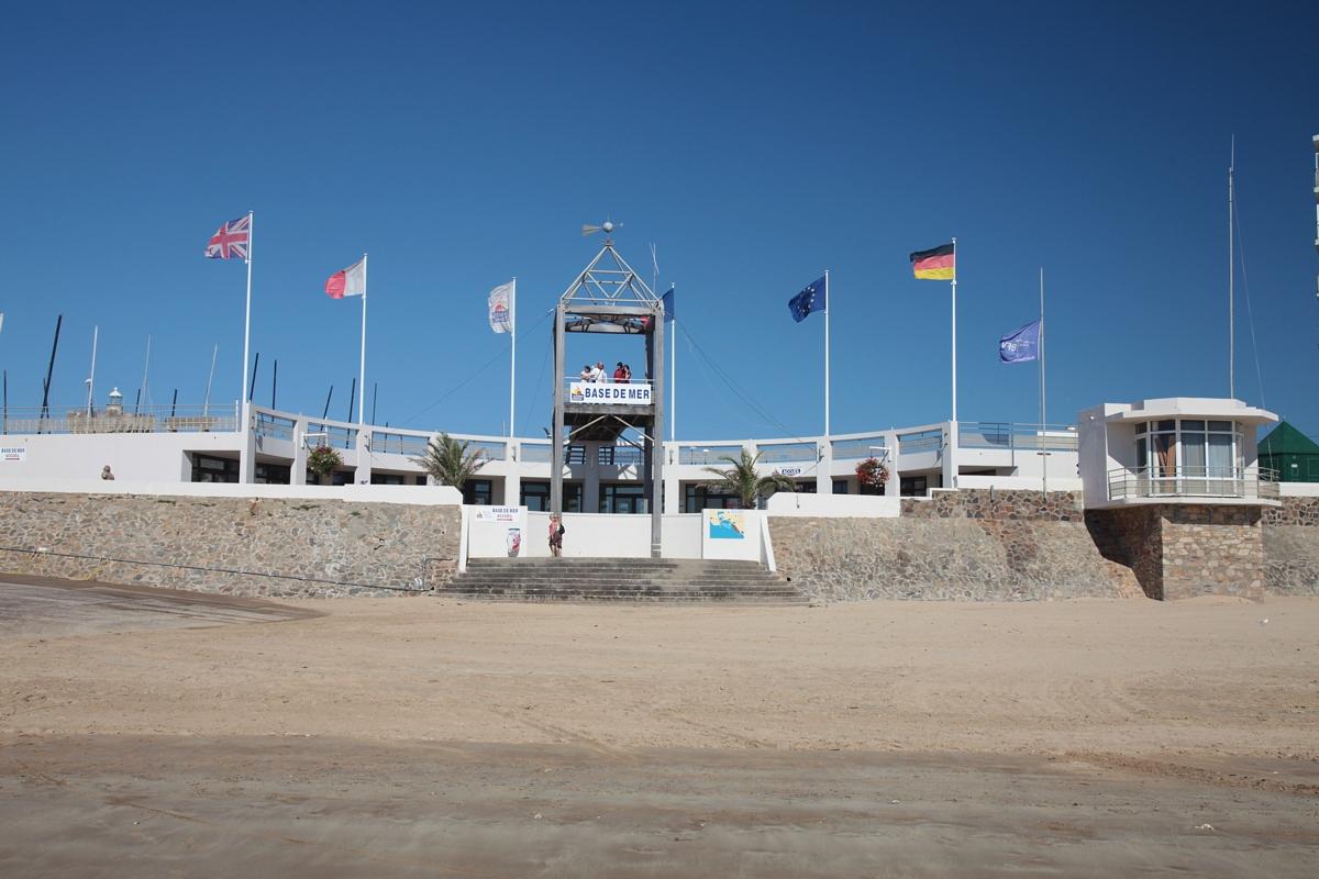 vue-de-la-base-mer-depuis-la-plage